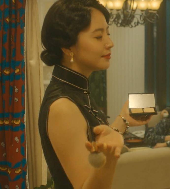長澤まさみ チャイナドレスのおっぱい、スカートの切れ込みキャプ・エロ画像3