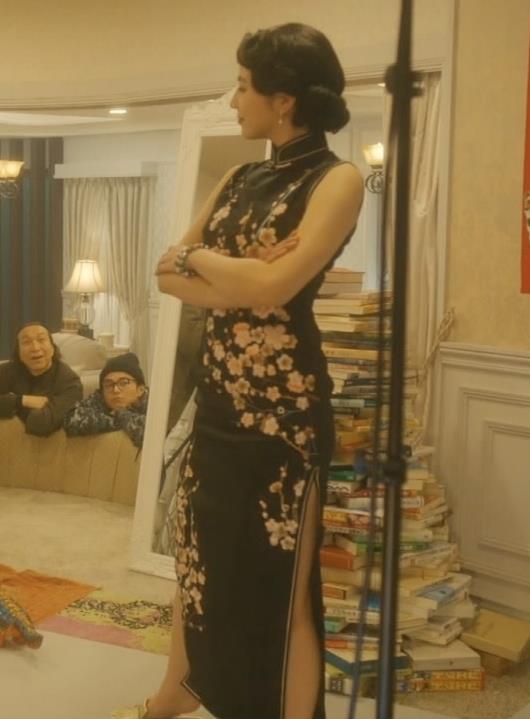 長澤まさみ チャイナドレスのおっぱい、スカートの切れ込みキャプ・エロ画像5