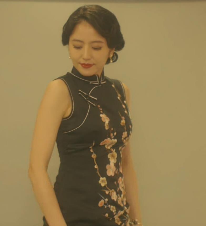 長澤まさみ チャイナドレスのおっぱい、スカートの切れ込みキャプ・エロ画像7