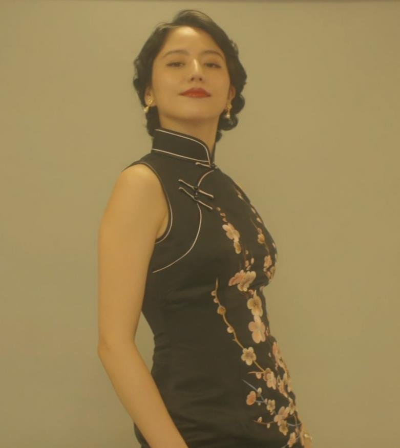 長澤まさみ チャイナドレスのおっぱい、スカートの切れ込みキャプ・エロ画像8
