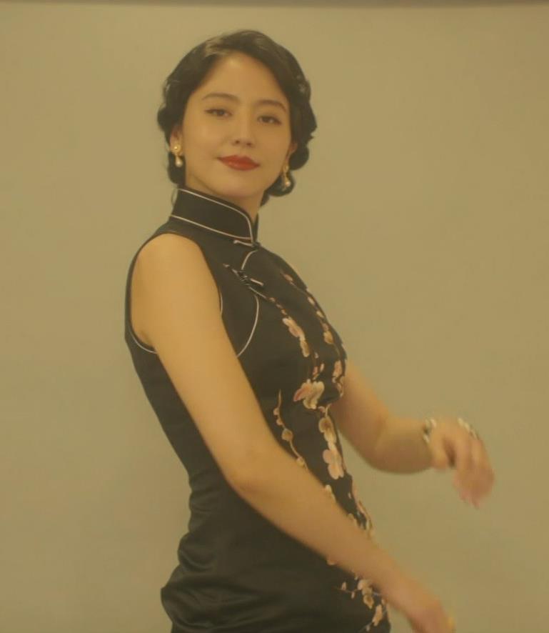長澤まさみ チャイナドレスのおっぱい、スカートの切れ込みキャプ・エロ画像9