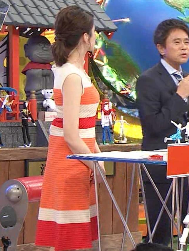 永島優美アナ 夜の番組はさらにエロい衣装を着てるキャプ・エロ画像