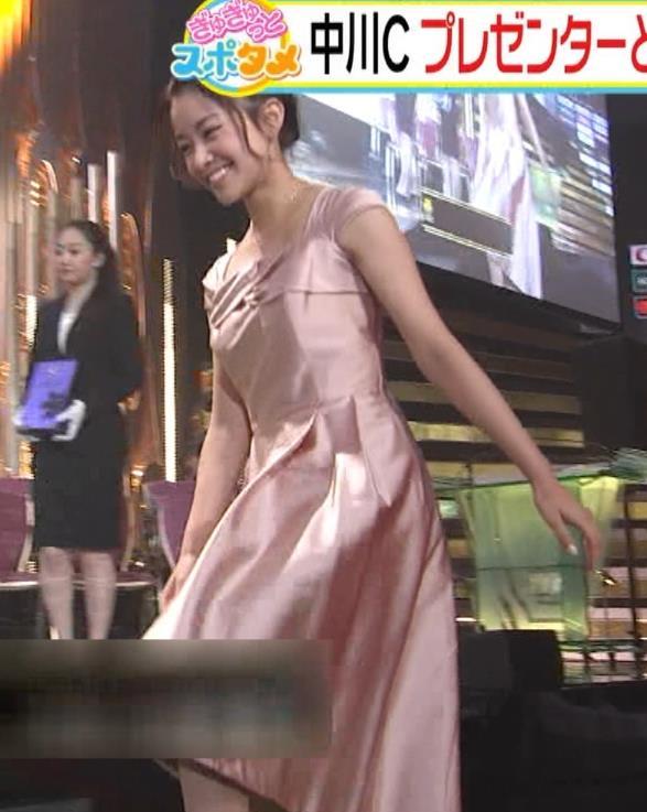 中川絵美里 ドレスで胸チラしてるキャプ・エロ画像