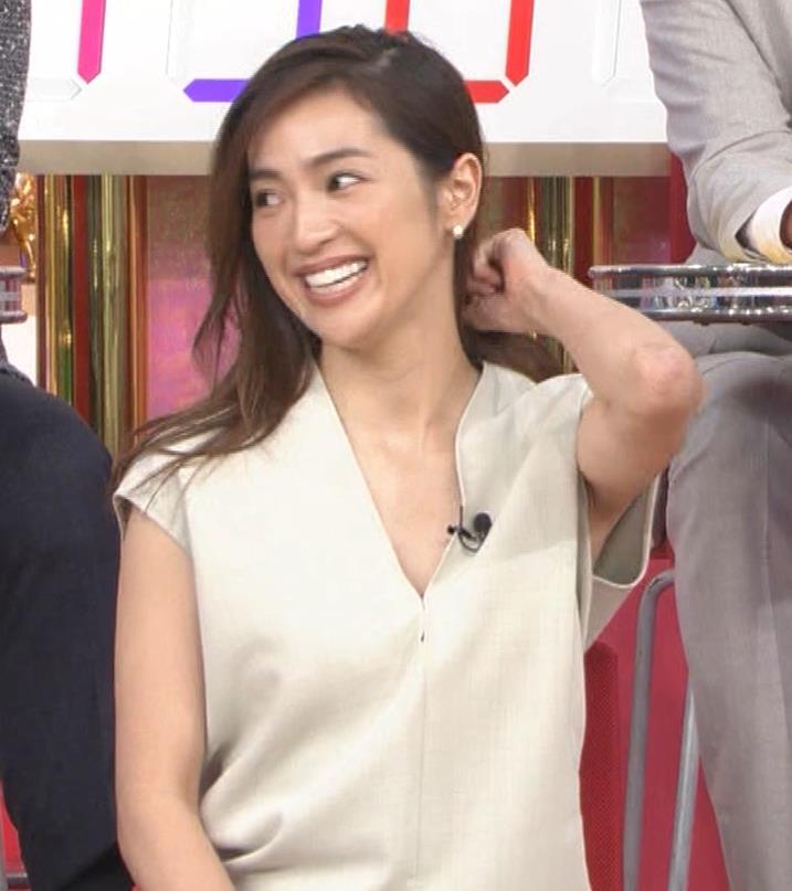 中村アン 胸元ざっくり衣装キャプ・エロ画像