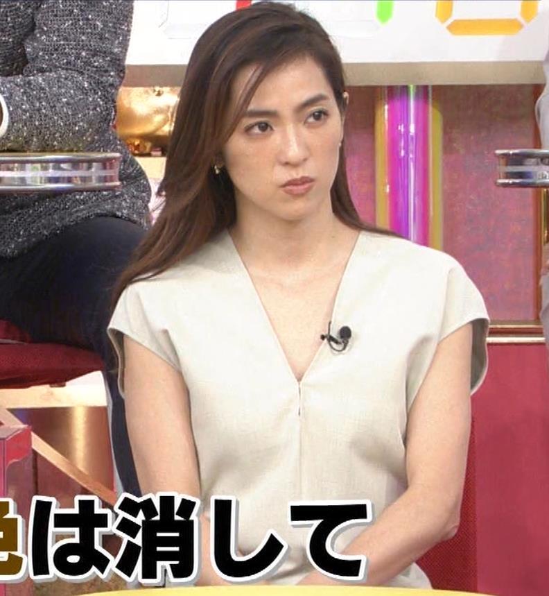 中村アン 胸元ざっくり衣装キャプ・エロ画像3