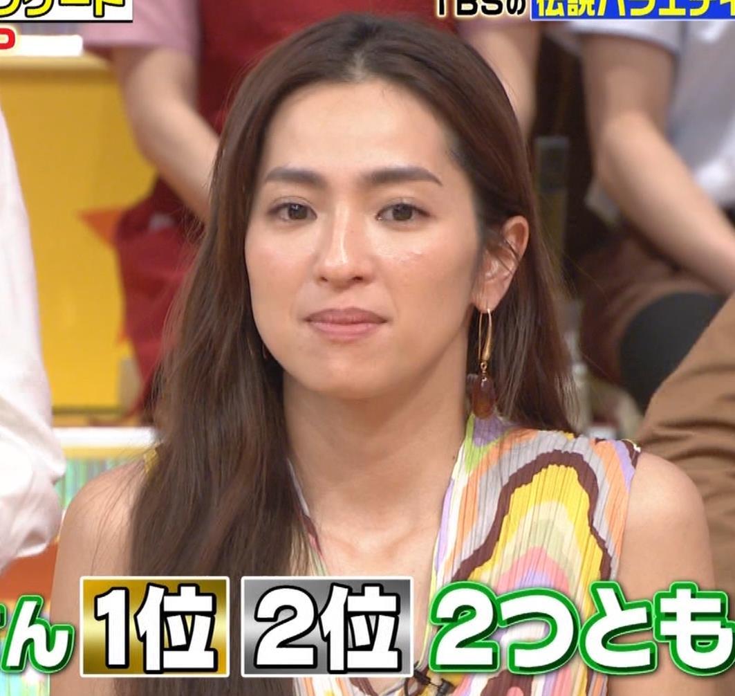 中村アン 前かがみ胸元チラキャプ・エロ画像6