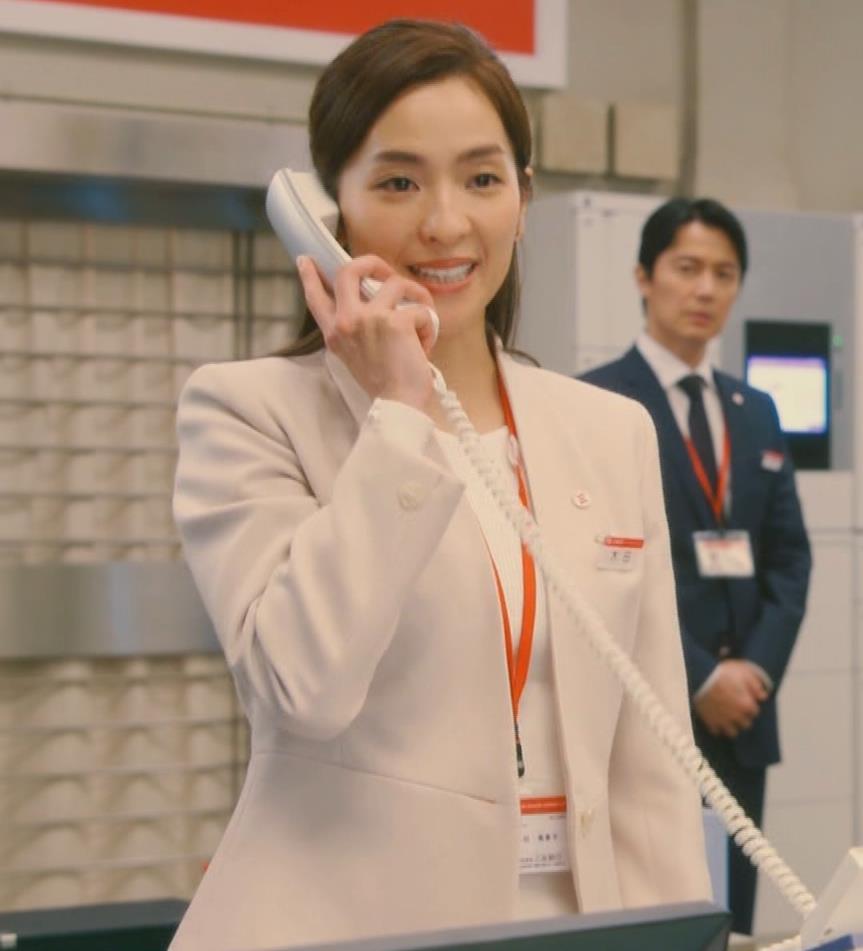 中村アン 銀行員役キャプ・エロ画像