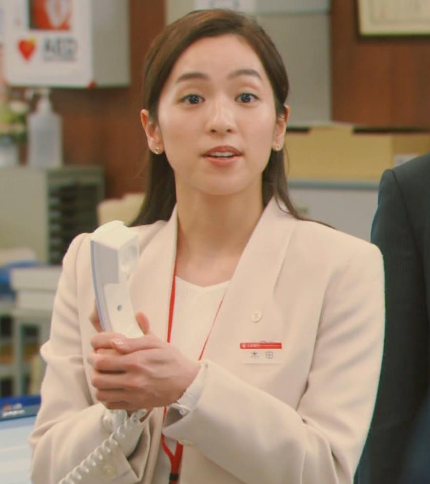 中村アン 銀行員役キャプ・エロ画像2