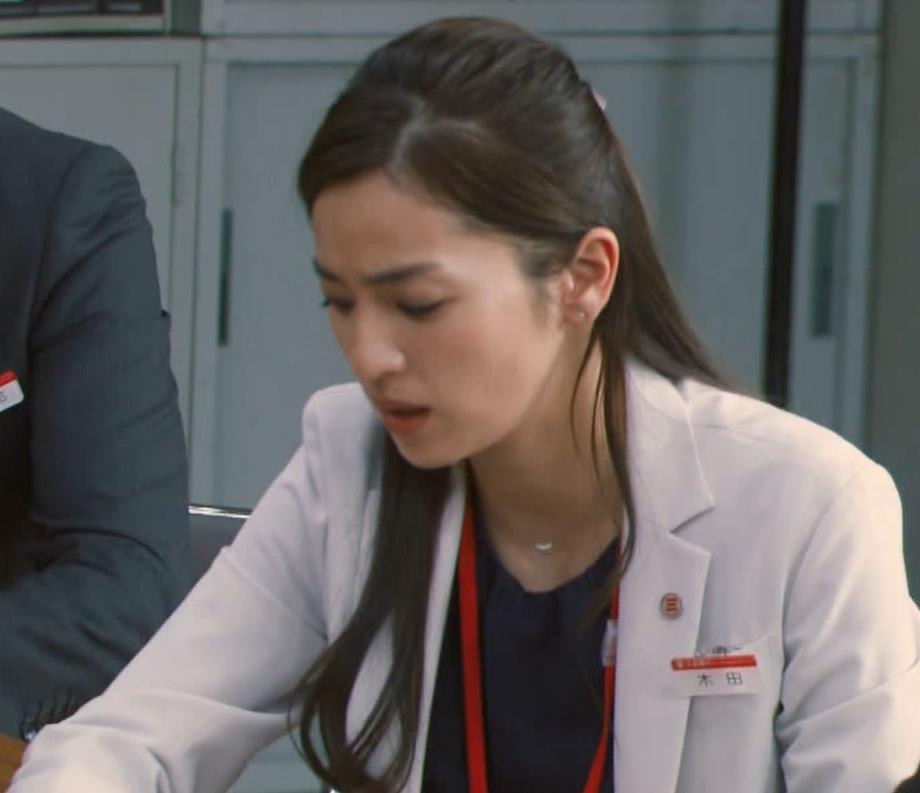 中村アン 銀行員役キャプ・エロ画像12