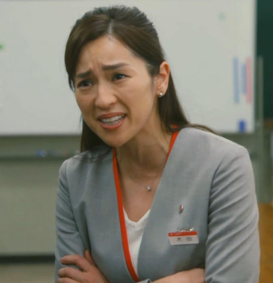 中村アン 銀行員役キャプ・エロ画像5