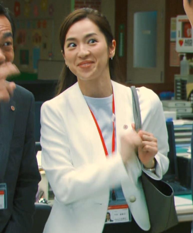 中村アン 銀行員役キャプ・エロ画像6