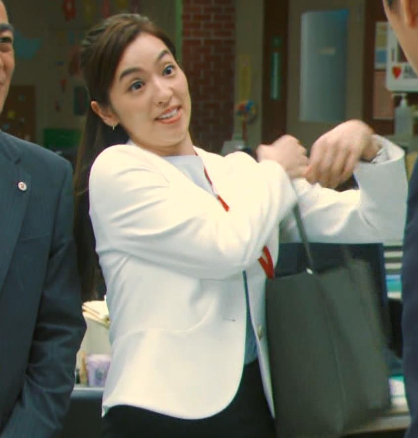 中村アン 銀行員役キャプ・エロ画像7