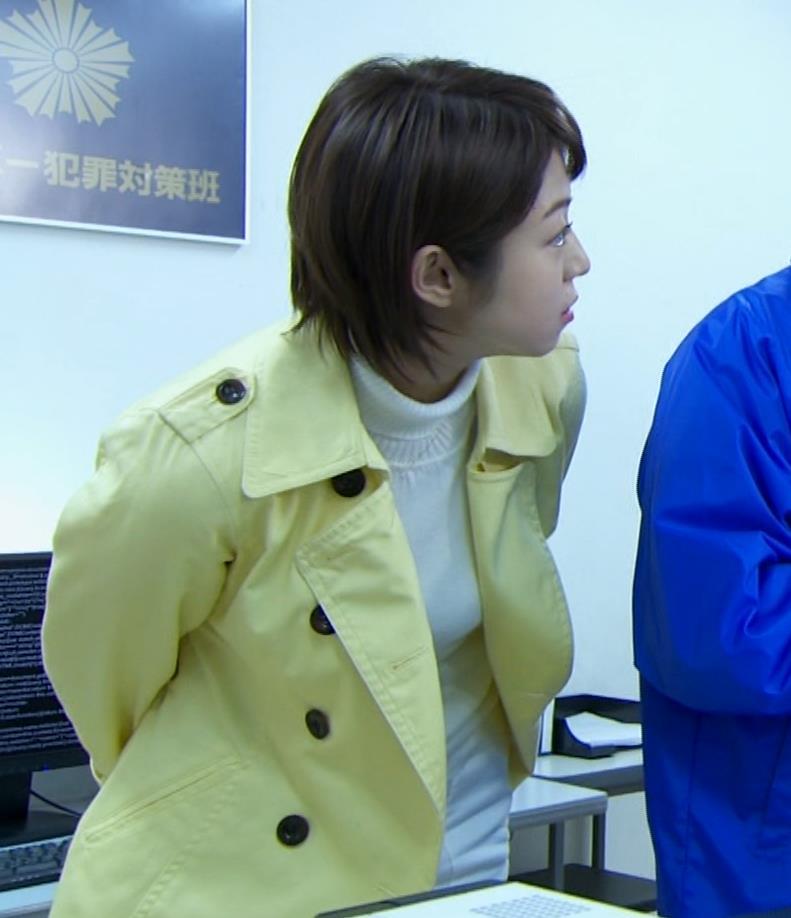 中村静 サスペンスドラマで乳揺れ(GIF動画)キャプ・エロ画像2