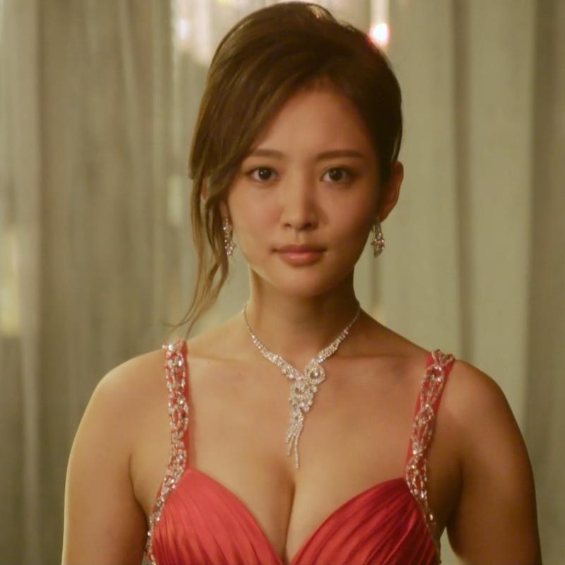 夏菜 キャバ嬢役でおっぱり露出ドレスキャプ・エロ画像