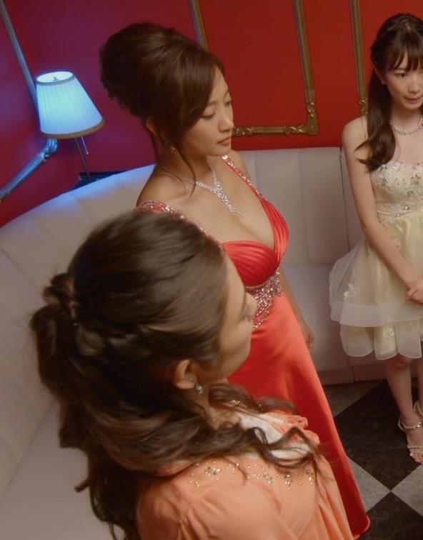 夏菜 キャバ嬢役でおっぱり露出ドレスキャプ・エロ画像6