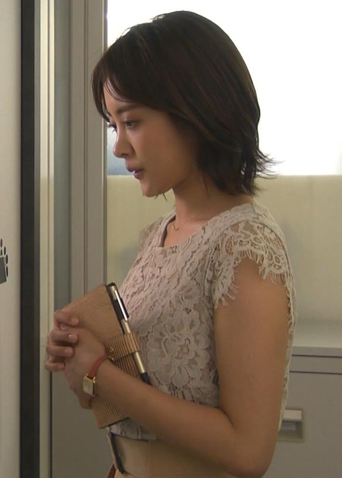 夏菜 横乳と横尻キャプ・エロ画像2