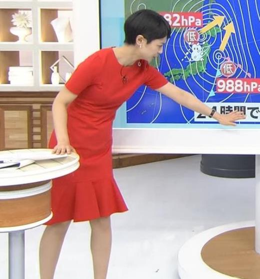 夏目三久 真っ赤なタイトなワンピースキャプ画像(エロ・アイコラ画像)