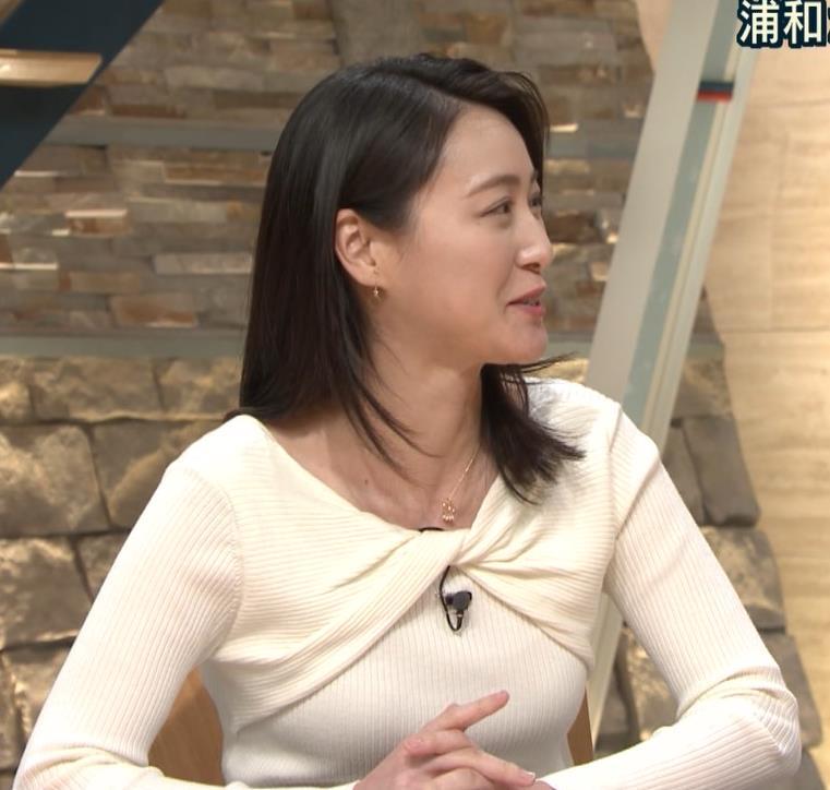 小川彩佳アナ ニット乳がエロ過ぎる回(報道ステーション)キャプ・エロ画像8