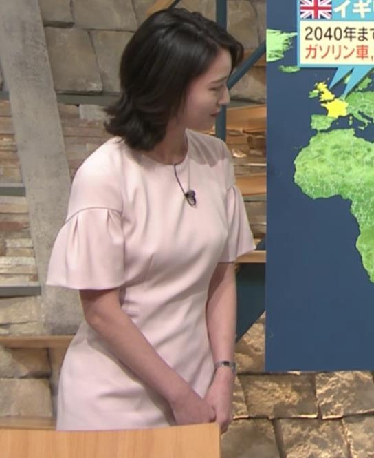 小川彩佳アナ 横から見たお胸とお尻キャプ・エロ画像12