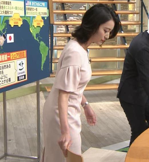 小川彩佳アナ 横から見たお胸とお尻キャプ・エロ画像6