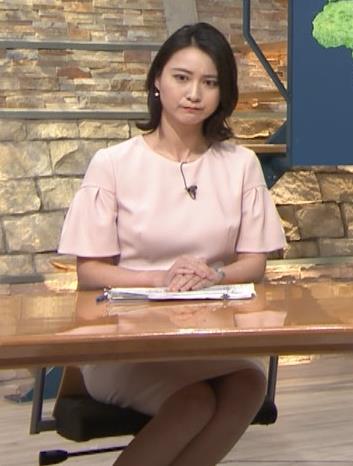 小川彩佳アナ 横から見たお胸とお尻キャプ・エロ画像7