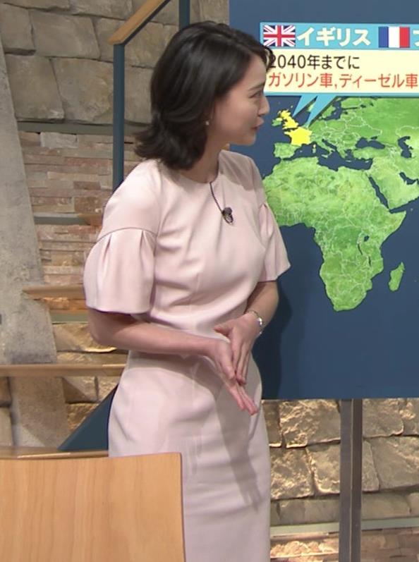 小川彩佳アナ 横から見たお胸とお尻キャプ・エロ画像9