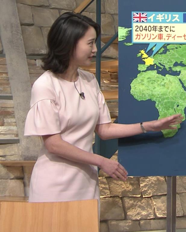 小川彩佳アナ 横から見たお胸とお尻キャプ・エロ画像10