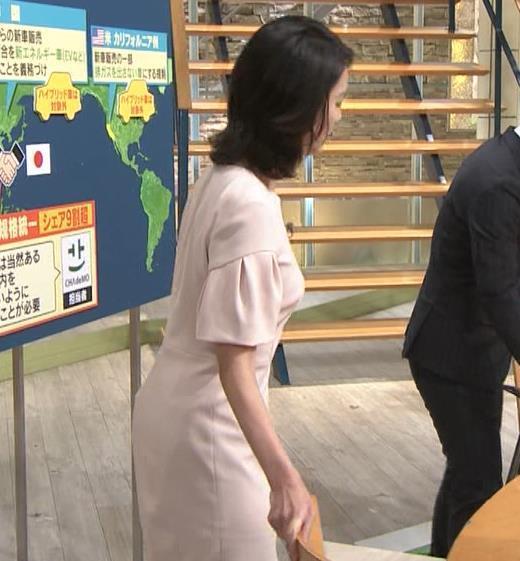 小川彩佳 横から見たお胸とお尻キャプ画像(エロ・アイコラ画像)