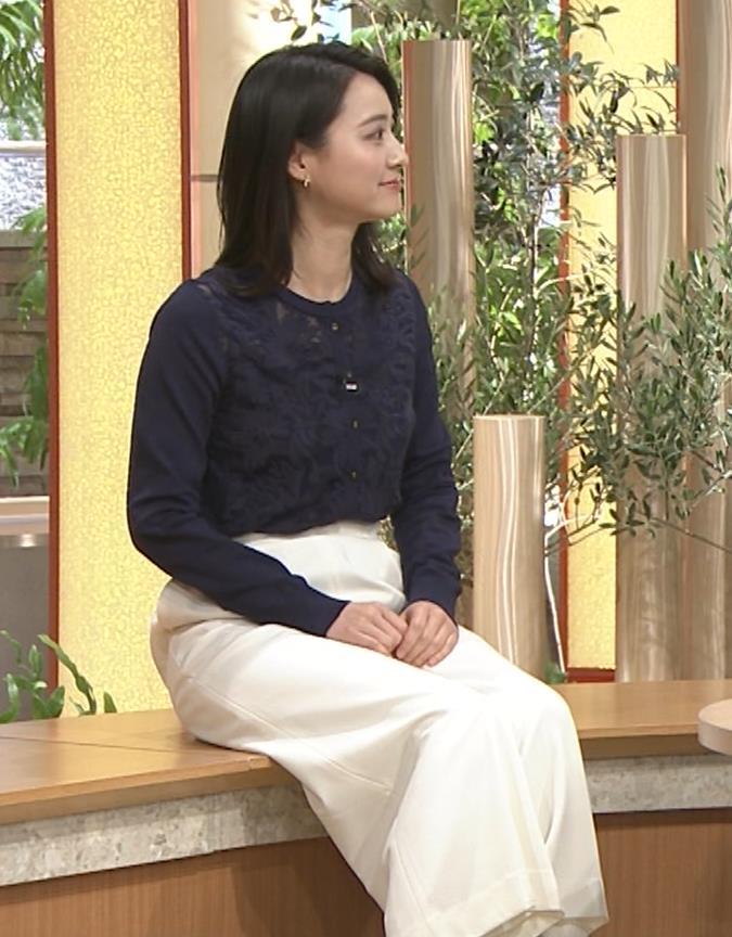 小川彩佳アナ スカートみたいなパンツスタイルキャプ・エロ画像2