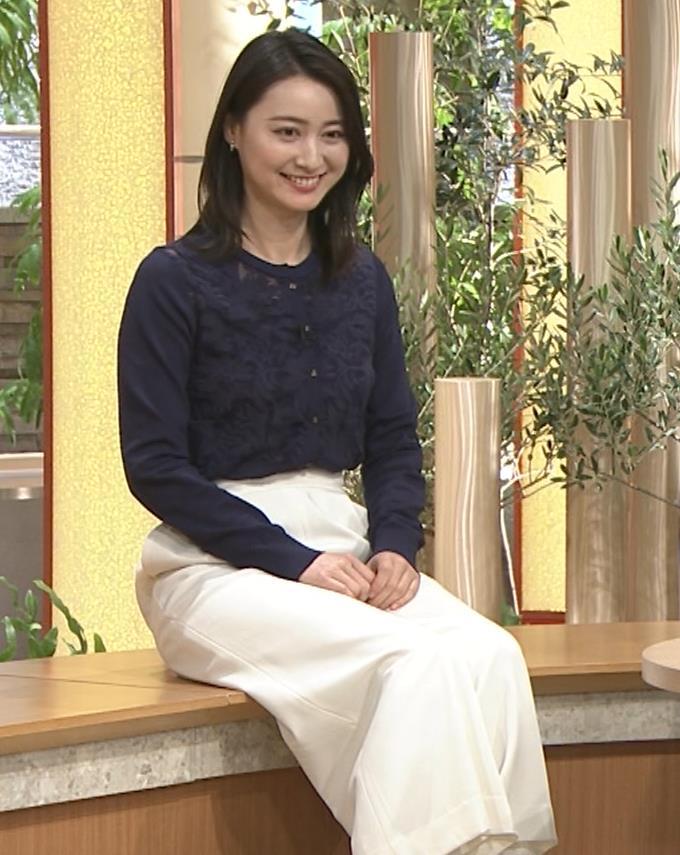 小川彩佳アナ スカートみたいなパンツスタイルキャプ・エロ画像3