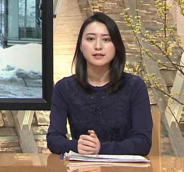 小川彩佳アナ スカートみたいなパンツスタイルキャプ・エロ画像4