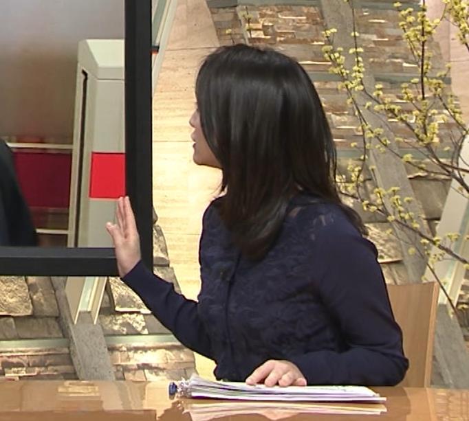 小川彩佳アナ スカートみたいなパンツスタイルキャプ・エロ画像5