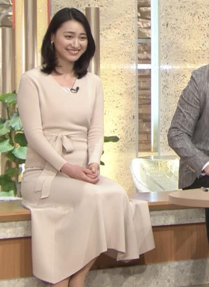 小川彩佳アナ 柔らかそうな横乳キャプ・エロ画像11