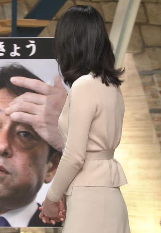 小川彩佳アナ 柔らかそうな横乳キャプ・エロ画像4