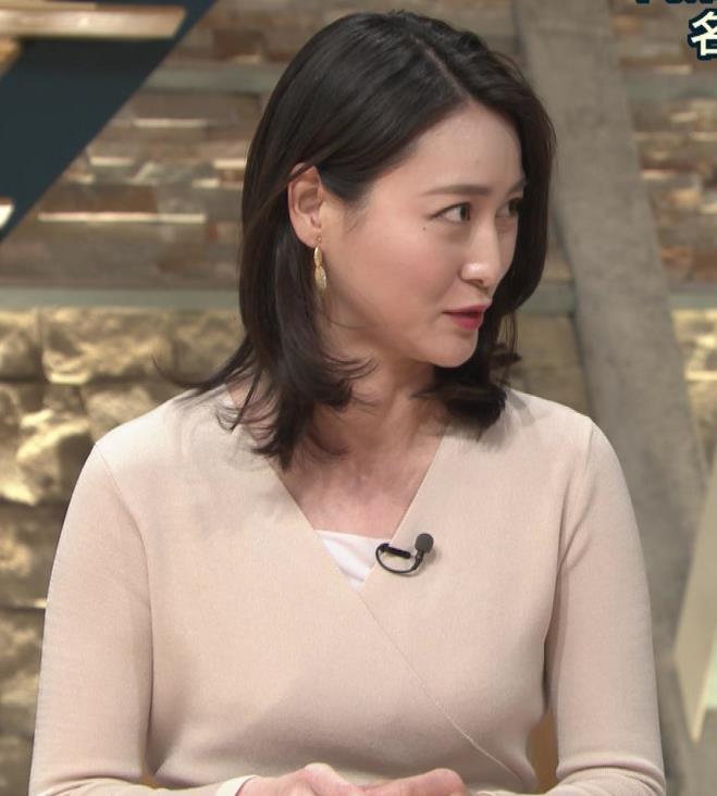 小川彩佳アナ 柔らかそうな横乳キャプ・エロ画像7