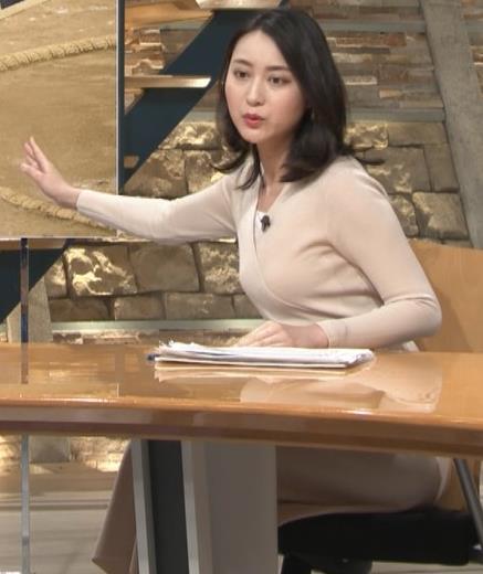 小川彩佳アナ 柔らかそうな横乳キャプ・エロ画像8