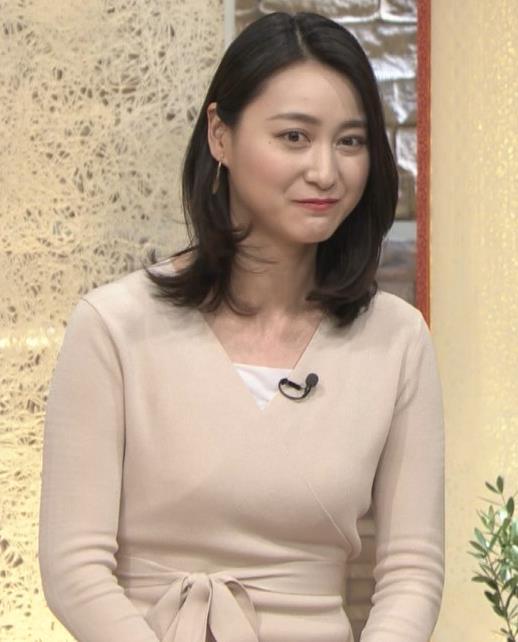 小川彩佳アナ 柔らかそうな横乳キャプ・エロ画像9