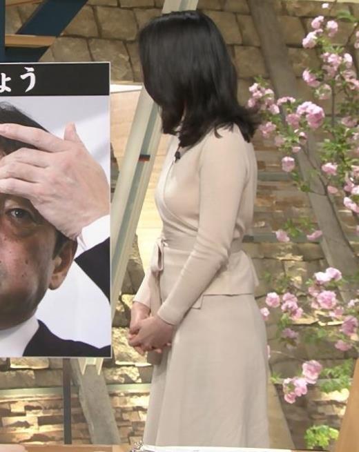小川彩佳 柔らかそうな横乳キャプ画像(エロ・アイコラ画像)