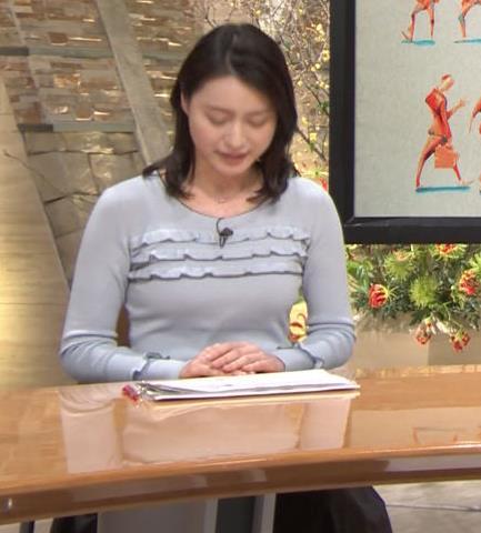 小川彩佳アナ 久しぶりにおっぱいがクッキリしてエロかったキャプ・エロ画像2