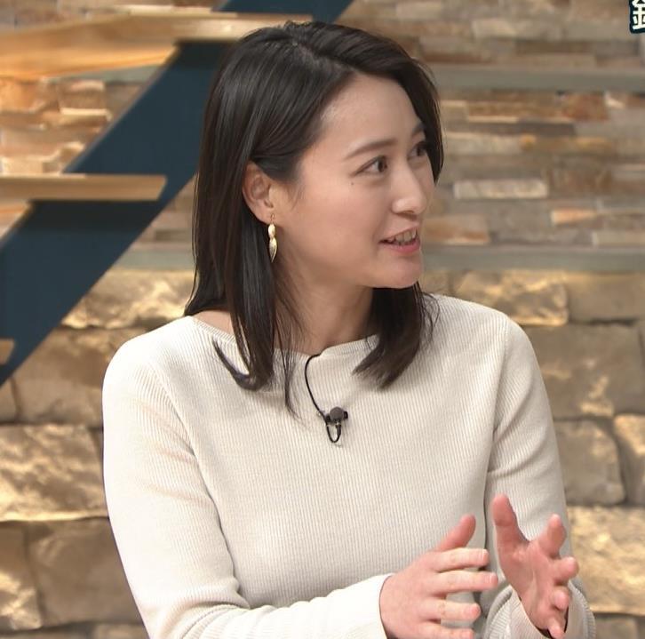 小川彩佳アナ 横を向いて胸を張っているところキャプ・エロ画像7