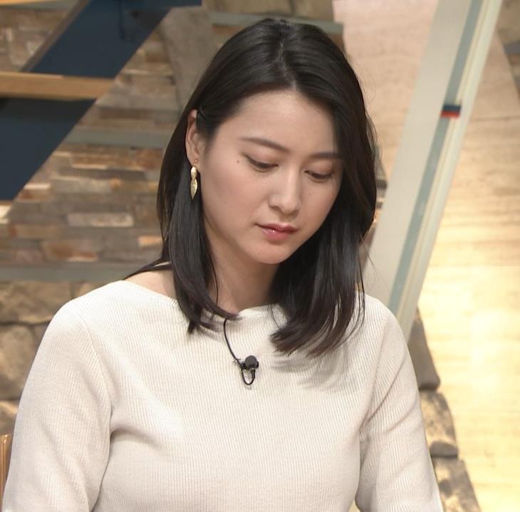 小川彩佳アナ 横を向いて胸を張っているところキャプ・エロ画像9