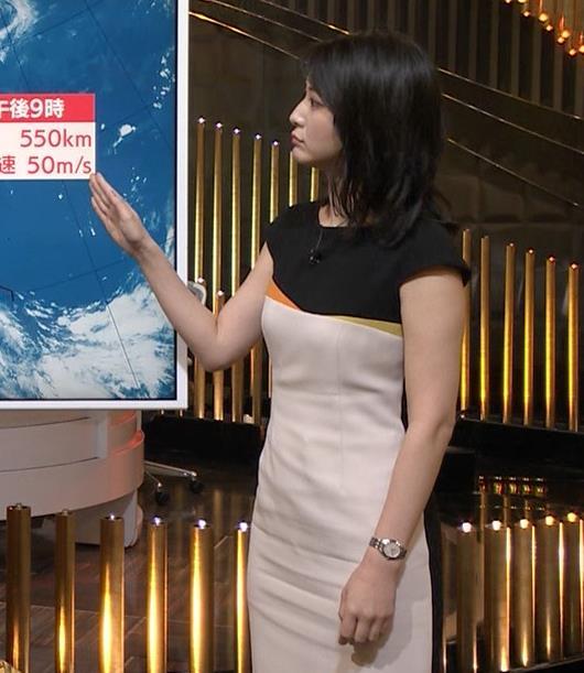 小川彩佳アナ 体のラインがわかるエッチな衣装キャプ・エロ画像5