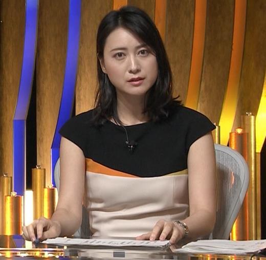 小川彩佳アナ 体のラインがわかるエッチな衣装キャプ・エロ画像8