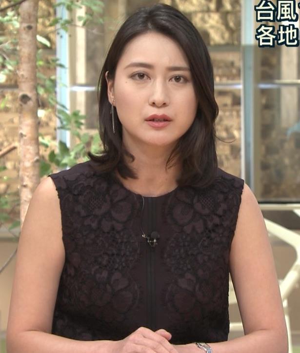 小川彩佳アナ ノースリーブでワキ見せキャプ・エロ画像