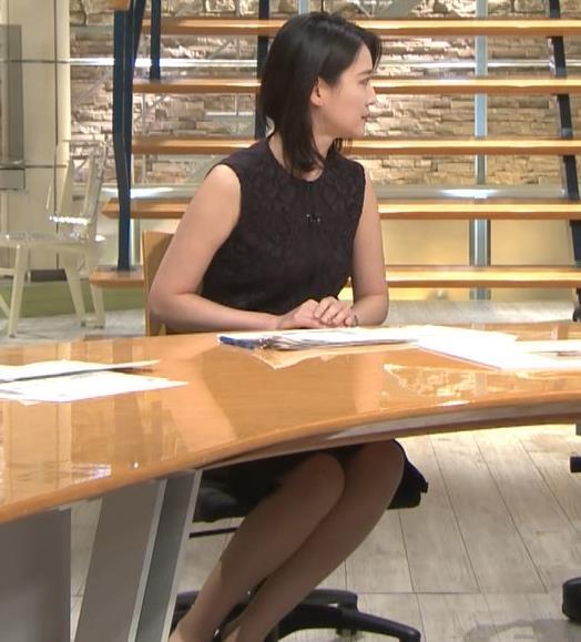 小川彩佳アナ ノースリーブでワキ見せキャプ・エロ画像2