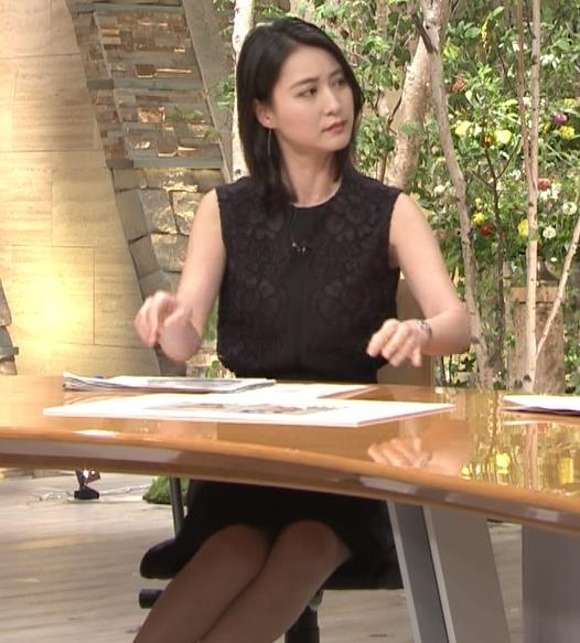 小川彩佳アナ ノースリーブでワキ見せキャプ・エロ画像3