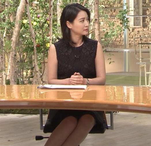 小川彩佳アナ ノースリーブでワキ見せキャプ・エロ画像4