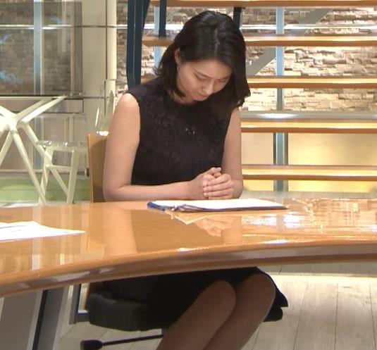 小川彩佳アナ ノースリーブでワキ見せキャプ・エロ画像5