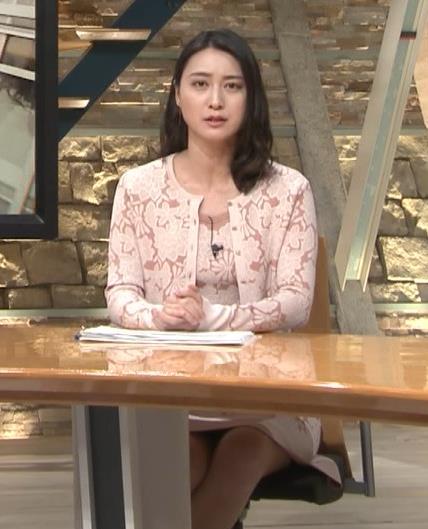 小川彩佳アナ パンツ見えそうだし、おっぱいエロいし…キャプ・エロ画像7