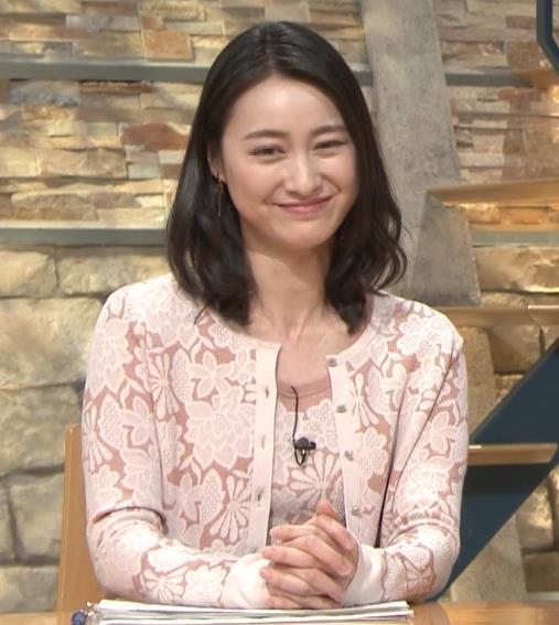 小川彩佳アナ パンツ見えそうだし、おっぱいエロいし…キャプ・エロ画像10